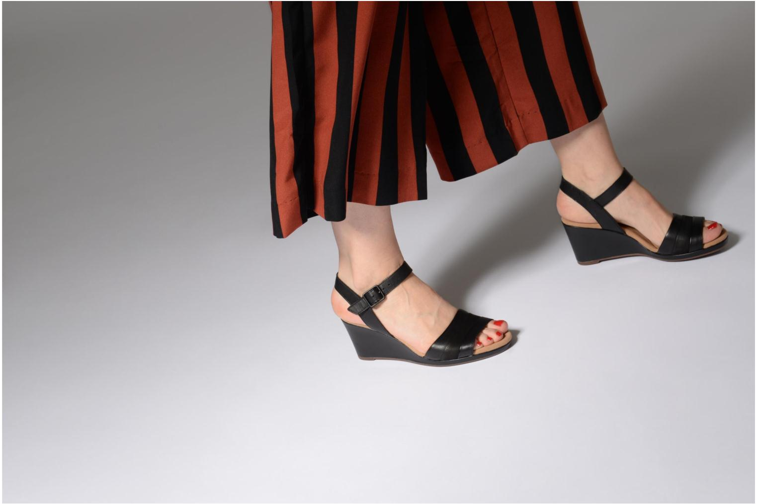 Sandals Clarks Lafley aletha Black view from underneath / model view