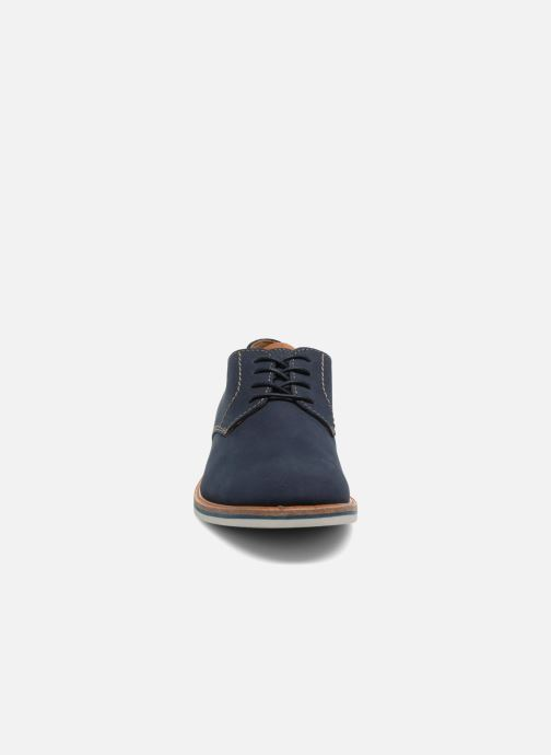 Chaussures à lacets Clarks Atticus Lace Bleu vue portées chaussures