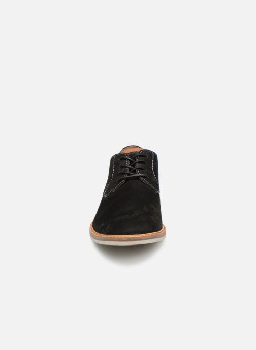 Snörade skor Clarks Atticus Lace Svart bild av skorna på