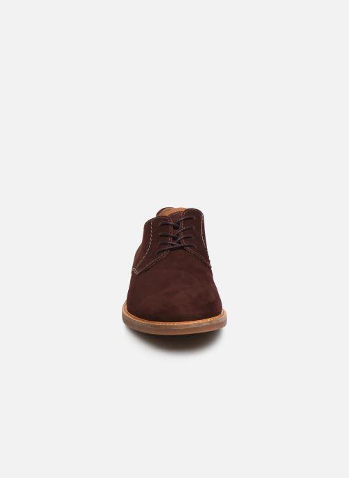 Chaussures à lacets Clarks Atticus Lace Bordeaux vue portées chaussures