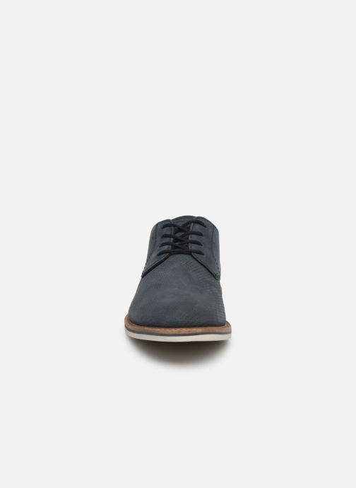 Zapatos con cordones Clarks Atticus Lace Azul vista del modelo