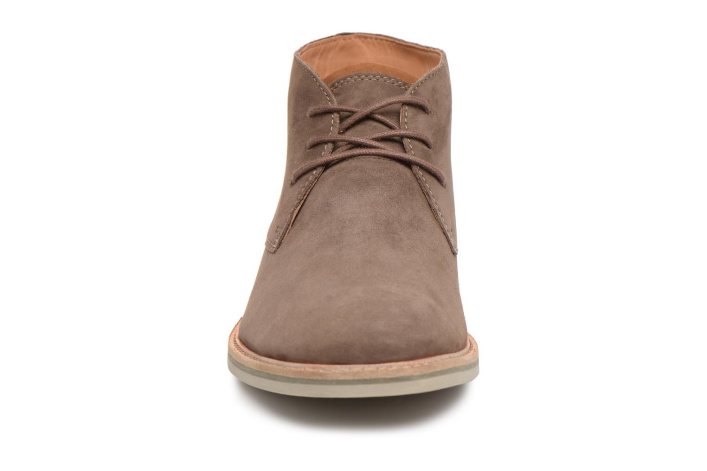 Bottines et boots Clarks Atticus Limit Marron vue portées chaussures