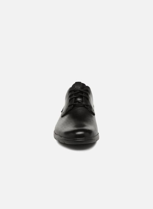 Scarpe con lacci Clarks Vennor Walk Nero modello indossato