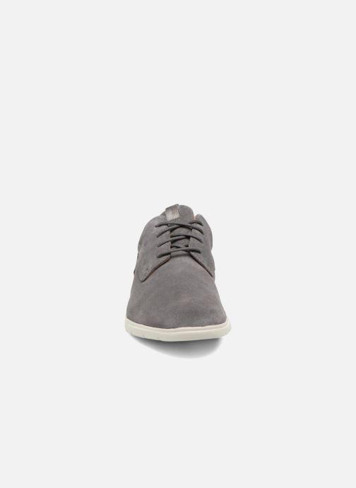 Zapatos con cordones Clarks Vennor Walk Gris vista del modelo