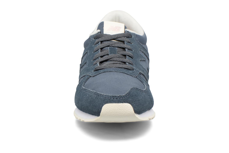 Baskets New Balance WL420MBB-B Bleu vue portées chaussures
