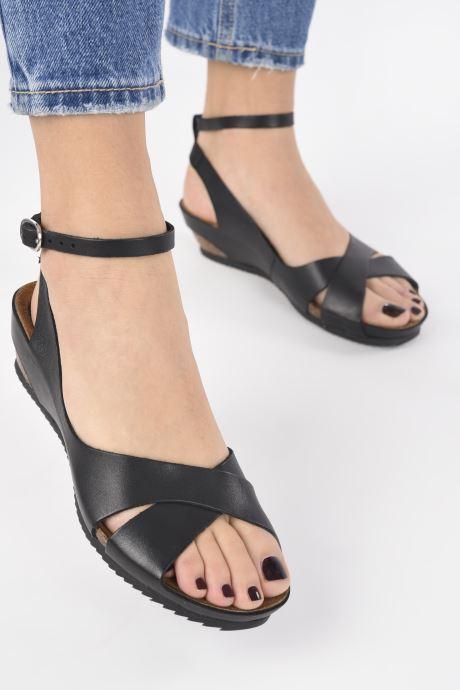 Sandalen Kickers Toki schwarz ansicht von unten / tasche getragen