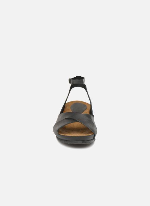 Sandales et nu-pieds Kickers Toki Noir vue portées chaussures