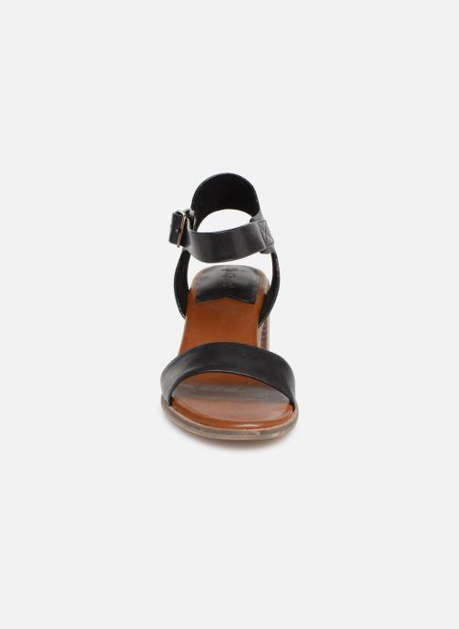 Sandales et nu-pieds Kickers Volou Noir vue portées chaussures