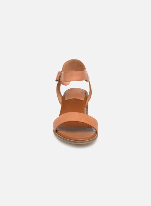 Sandales et nu-pieds Kickers Volou Marron vue portées chaussures