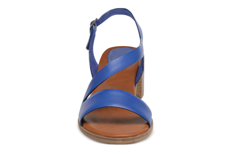 Sandales et nu-pieds Kickers Volubil Bleu vue portées chaussures