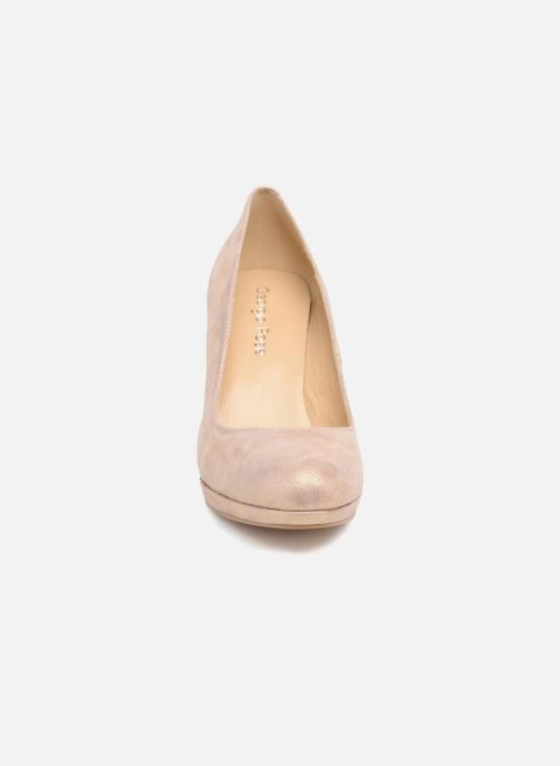 Zapatos de tacón Georgia Rose Serpatin Beige vista del modelo