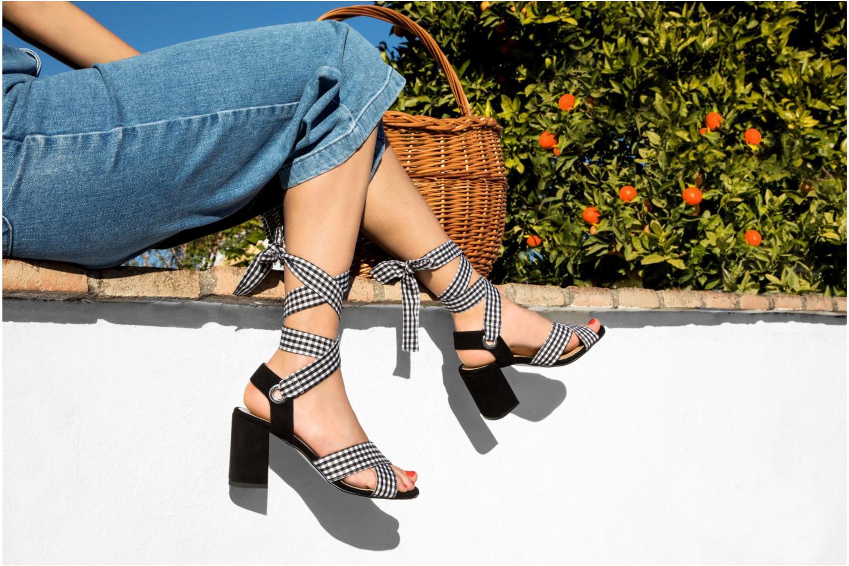 Sandales et nu-pieds Georgia Rose Savichy Noir vue bas / vue portée sac