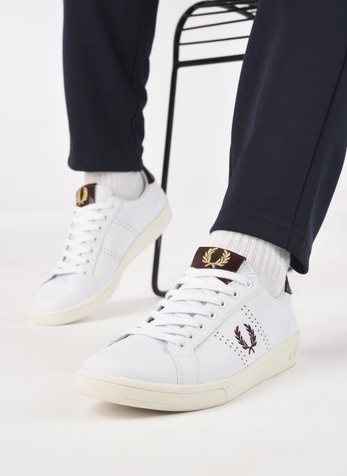 Sneaker Fred Perry B721 Leather weiß ansicht von unten / tasche getragen