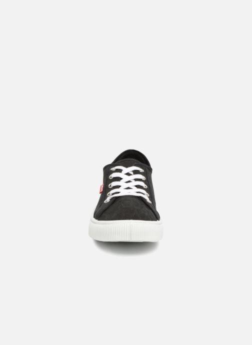 Baskets Levi's Malibu Noir vue portées chaussures