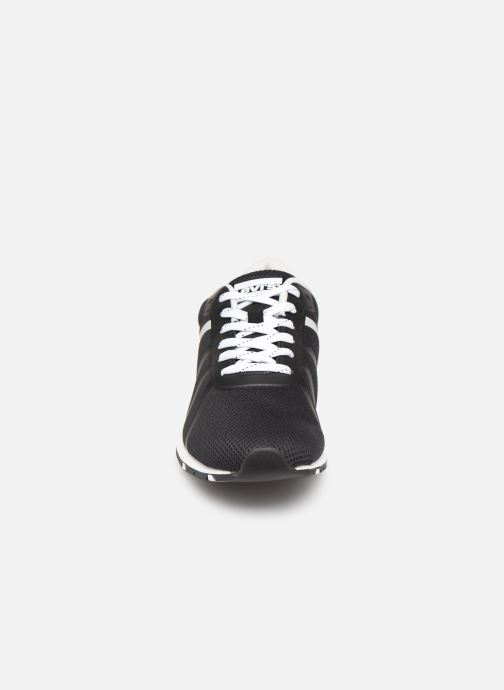 Baskets Levi's Almayer Lite Noir vue portées chaussures