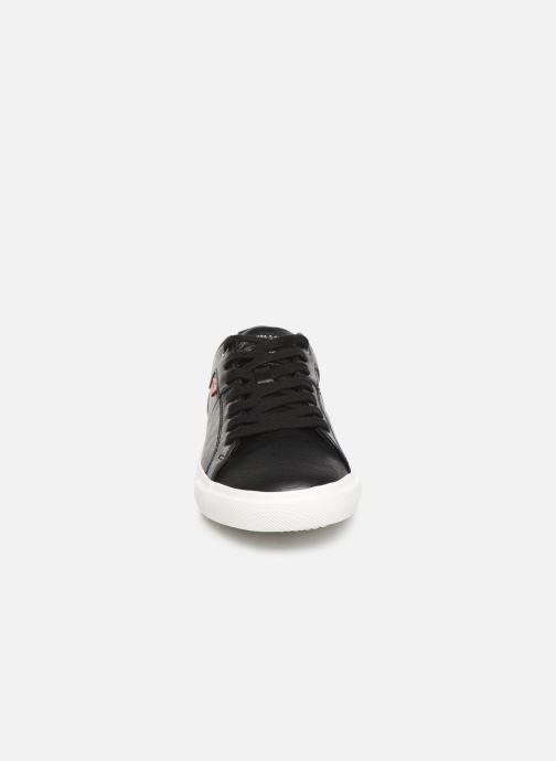Sneakers Levi's Woods W Nero modello indossato