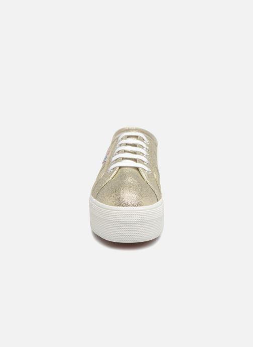 Sneakers Superga 2790 Lame W Oro e bronzo modello indossato