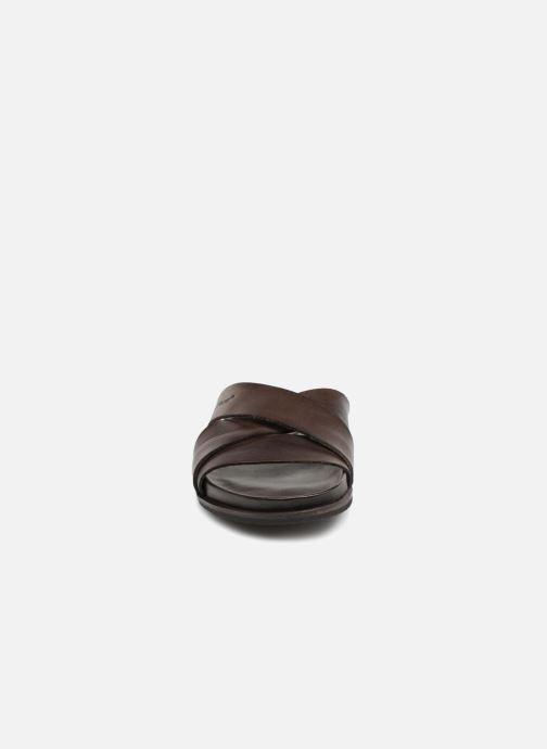 Sandales et nu-pieds Kickers Sandola Marron vue portées chaussures