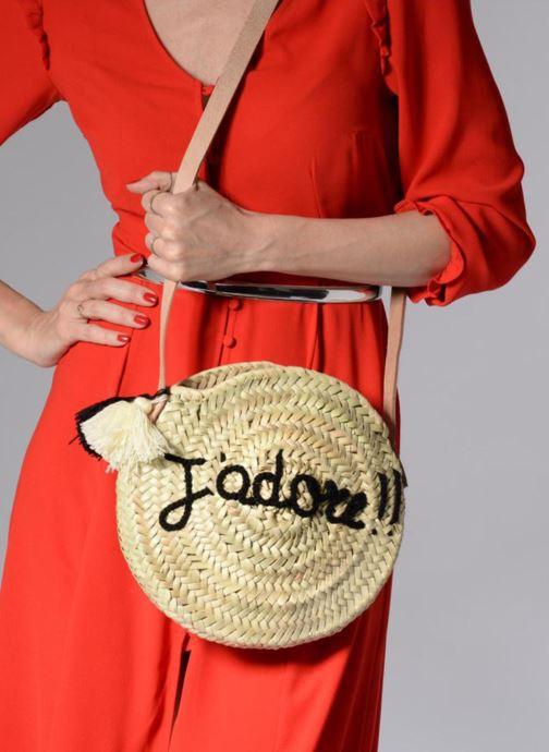 Handtaschen Etincelles Sac rond bandoulière + texte J'adore! noir beige ansicht von unten / tasche getragen