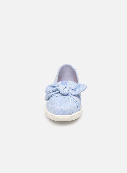 Baskets TOMS Alpargata Kids Bleu vue portées chaussures
