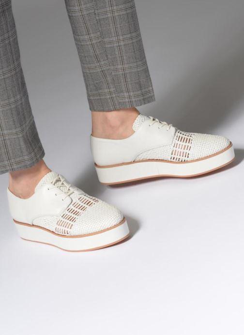 Chaussures à lacets What For Bernie Blanc vue bas / vue portée sac