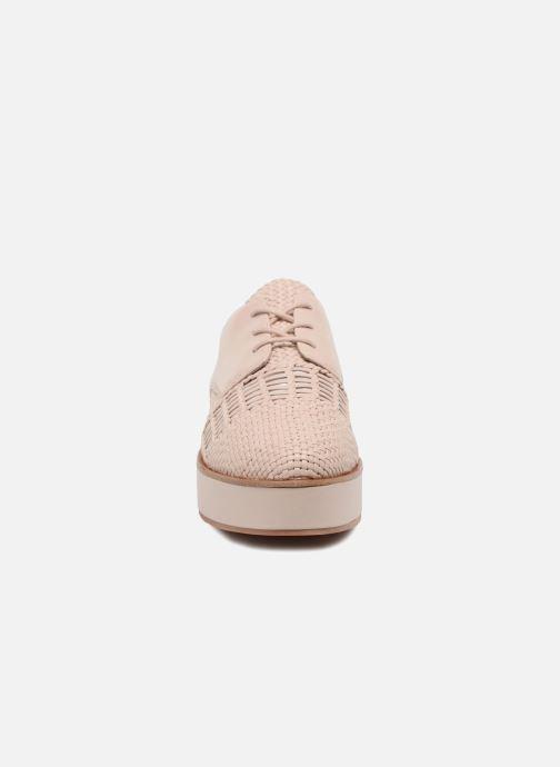 Zapatos con cordones What For Bernie Beige vista del modelo