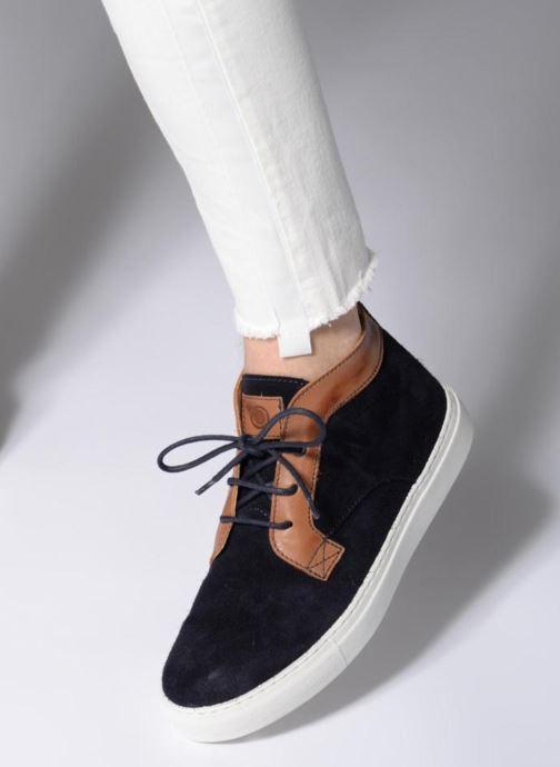Sneaker Mr SARENZA Southend blau ansicht von unten / tasche getragen