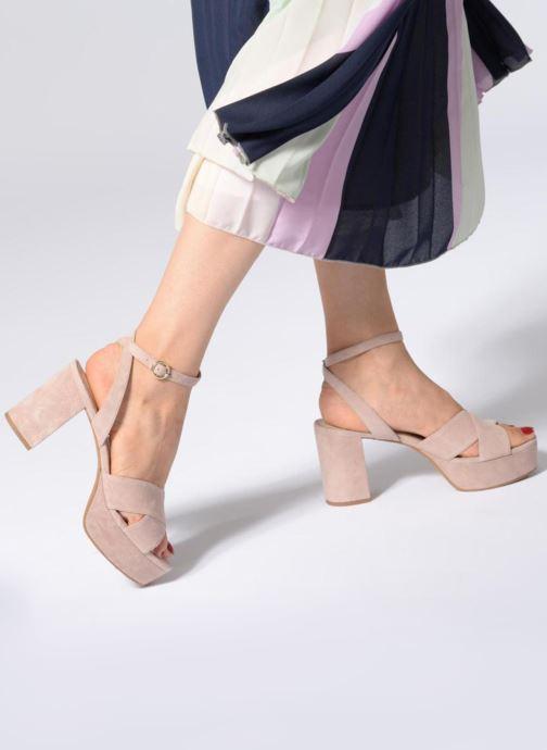 Sandalen What For Astrid rosa ansicht von unten / tasche getragen