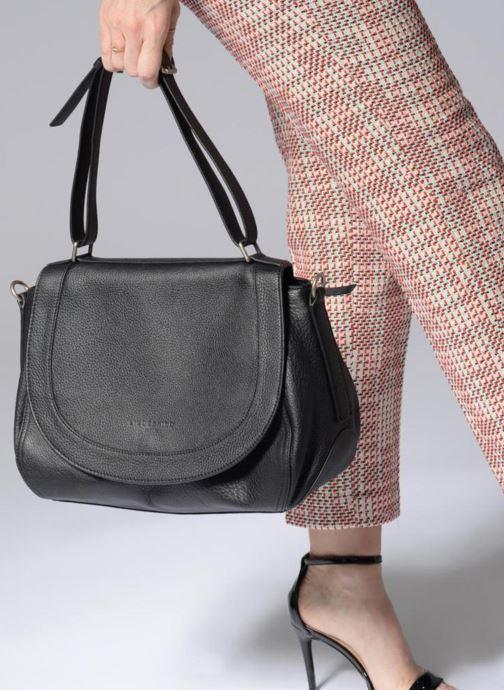 Handtaschen Liebeskind Berlin Dinard rosa ansicht von unten / tasche getragen