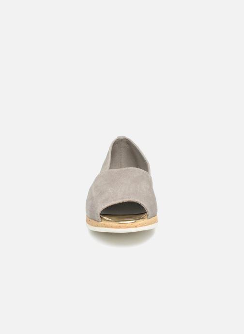 Sandali e scarpe aperte Aerosoles Dance Floor Grigio modello indossato