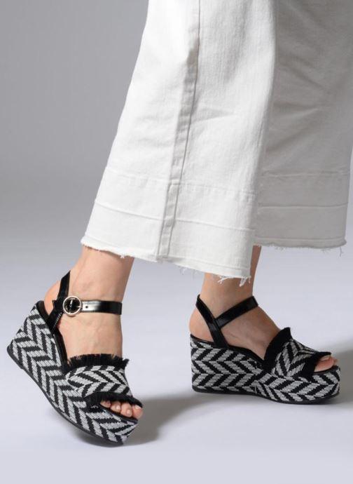 Sandales et nu-pieds Sixty Seven Damier black Noir vue bas / vue portée sac