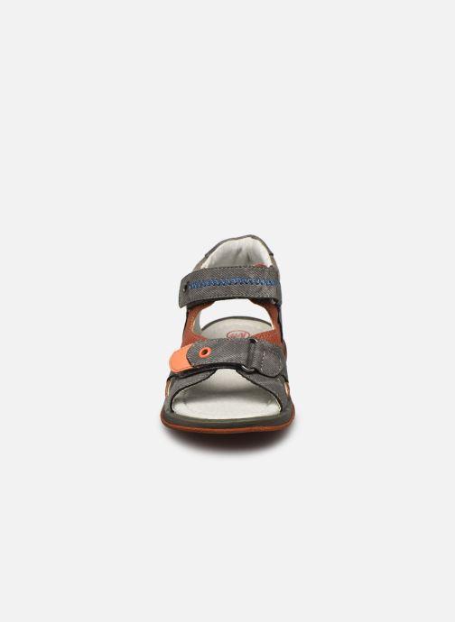 Sandali e scarpe aperte NA! Anick Marrone modello indossato