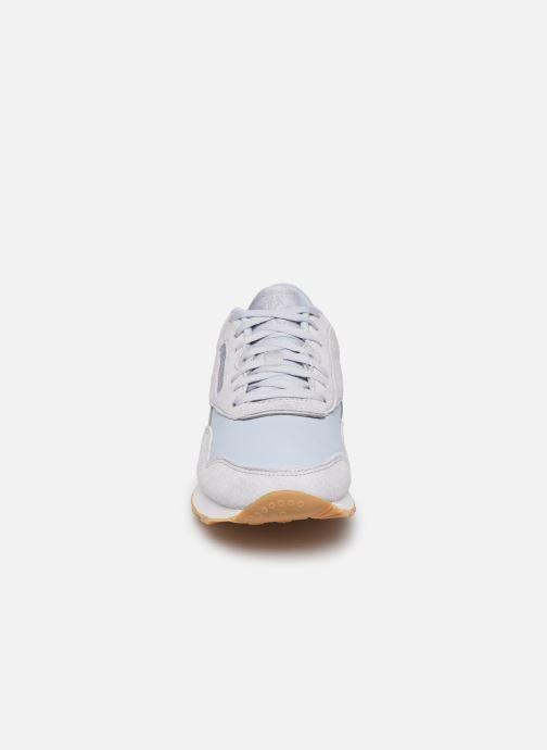 Baskets Reebok CL nylon Gris vue portées chaussures