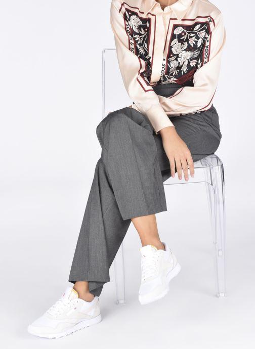 Sneaker Reebok CL nylon weiß ansicht von unten / tasche getragen