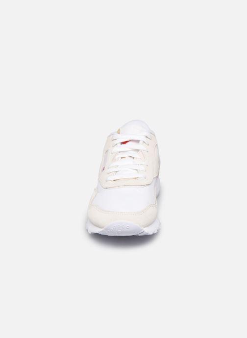 Sneaker Reebok CL nylon weiß schuhe getragen