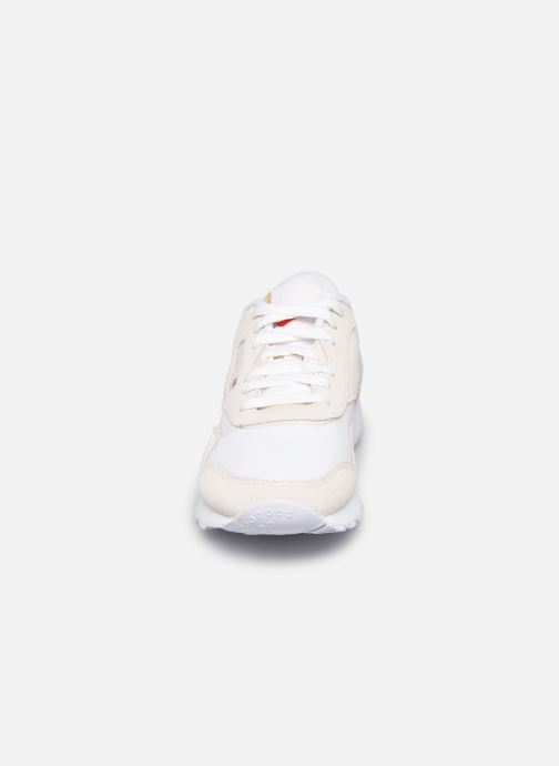 Sneakers Reebok CL nylon Bianco modello indossato