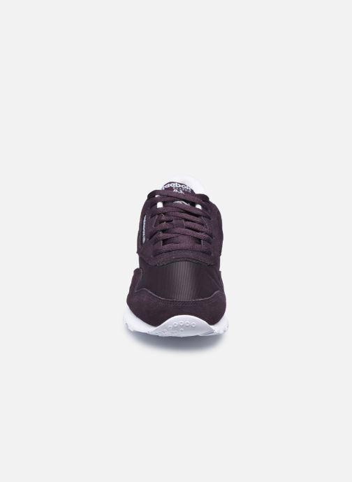 Sneakers Reebok CL nylon Nero modello indossato