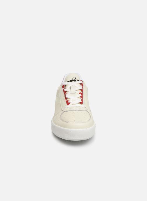 Sneaker Diadora B.ELITE L PERF weiß schuhe getragen