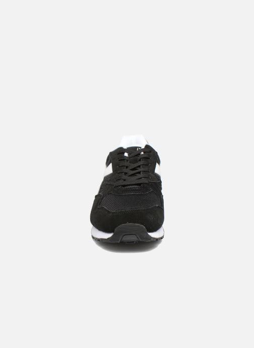 Baskets Diadora N902 S Noir vue portées chaussures