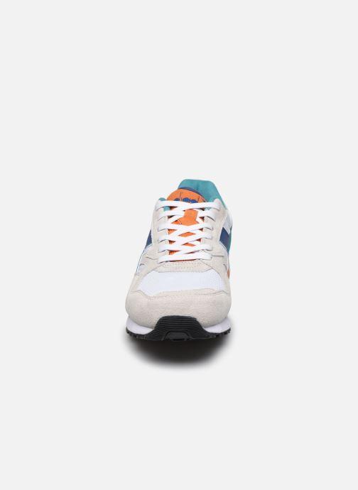 Baskets Diadora N902 S Blanc vue portées chaussures