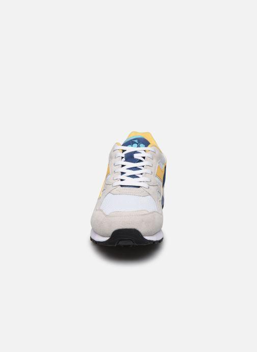 Sneakers Diadora N902 S Bianco modello indossato