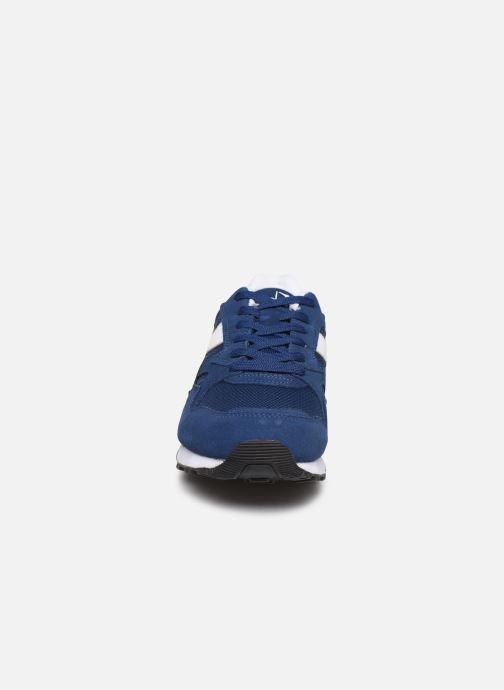Sneakers Diadora N902 S Azzurro modello indossato