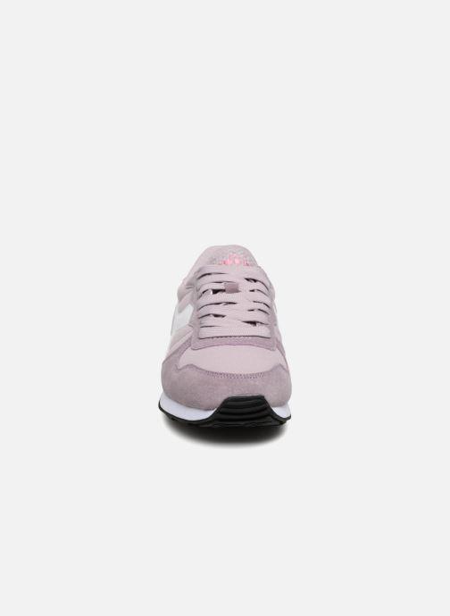 Sneakers Diadora CAMARO WN Rosa modello indossato