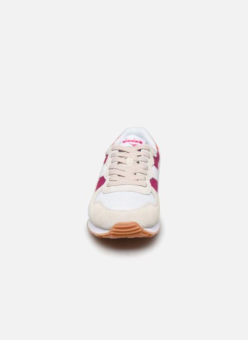Baskets Diadora CAMARO WN Blanc vue portées chaussures