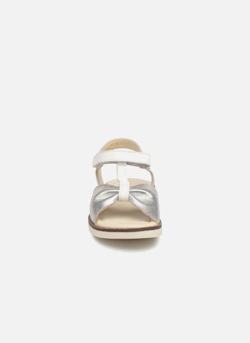 Sandales et nu-pieds Kickers Giucy Argent vue portées chaussures