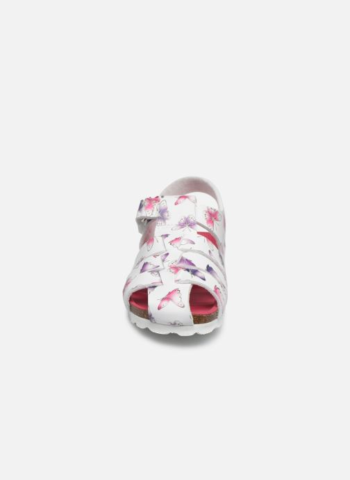 Sandalen Kickers Summertan weiß schuhe getragen