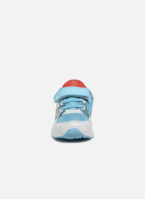 Sneakers Vaiana Suede Azzurro modello indossato