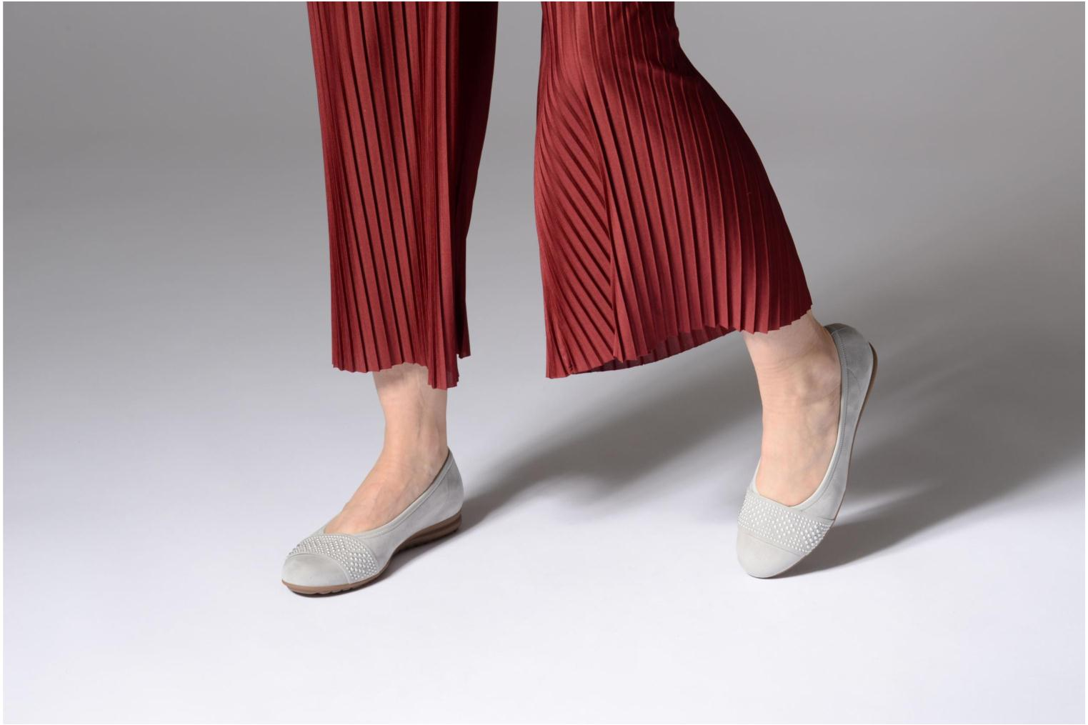 Ballet pumps Gabor Cesena Grey view from underneath / model view
