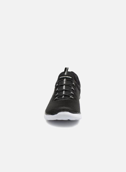 Sportschuhe Skechers Summits schwarz schuhe getragen