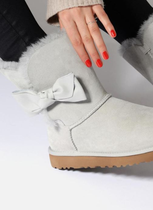 Bottines et boots UGG Daelynn Gris vue bas / vue portée sac